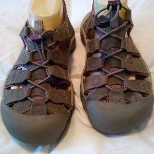 Keen Newport H2 Waterproof Sandals Size 9